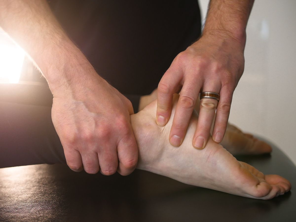 Signs and Symptoms of Ankle Sprains | Cloverdale Physiotherapy and Sports Injury Clinic
